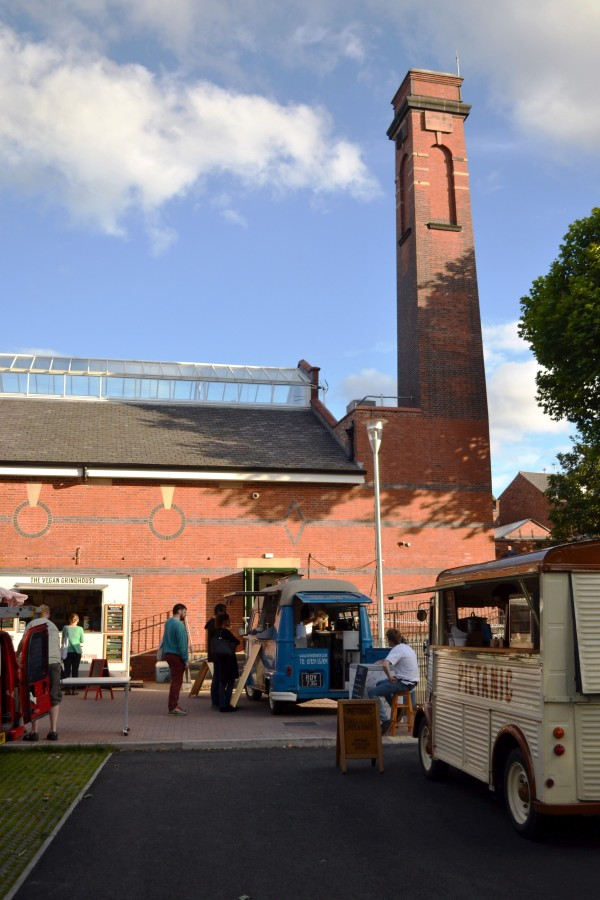 2016_stirchley_market_july_outside_chimney