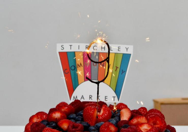 2019_stirchley_market_july_birthday_cake_sparkler_4859_800